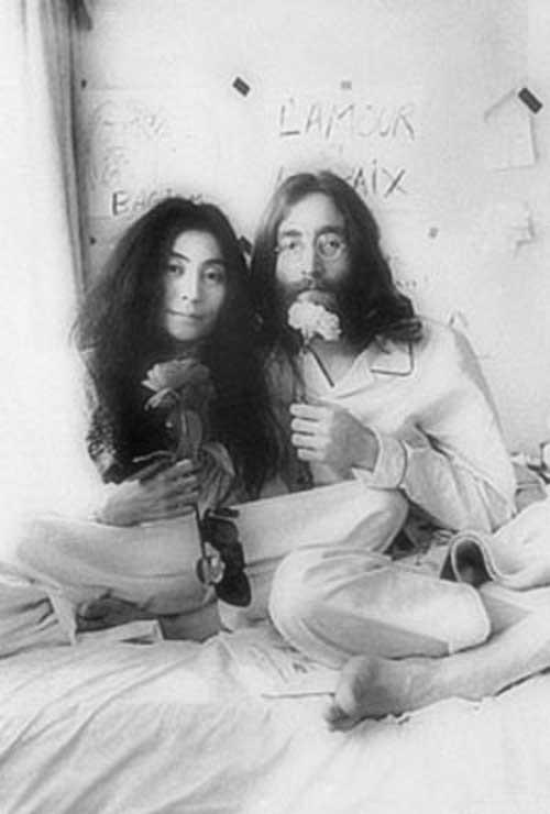 Beatles viviam em Roma de sexo e drogas John-110