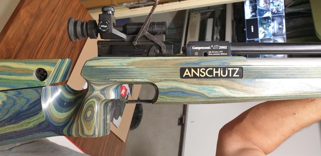une carbine Anschutz PCP en réparation dans l'atelier a cro  C110