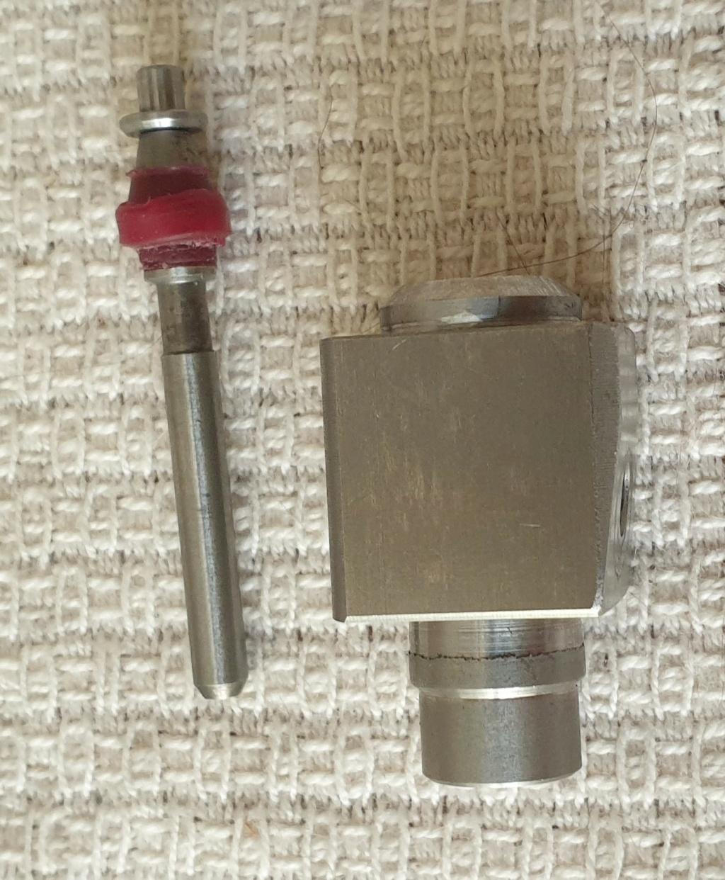 une carbine Anschutz PCP en réparation dans l'atelier a cro  V110