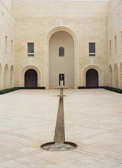[Israël] - Chef d'oeuvre d'architecture contemporaine à Jérusalem  Cour-i10