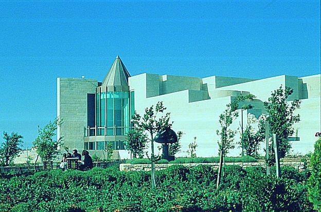 [Israël] - Chef d'oeuvre d'architecture contemporaine à Jérusalem  Cour_s10
