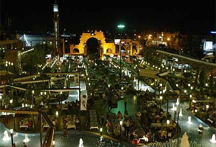 Le plus grand restaurant au monde - Bawabet Dimashq - Page 4 Damasc10