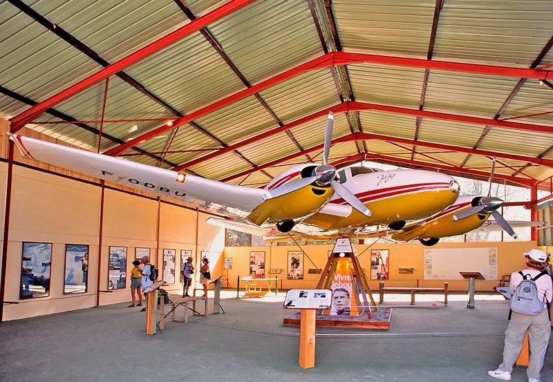Jojo, le Beechcraft Twin-Bonanza modèle D50 de Jacques Brel Jojo_l10