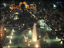 Le plus grand restaurant au monde - Bawabet Dimashq - Page 4 Restau10