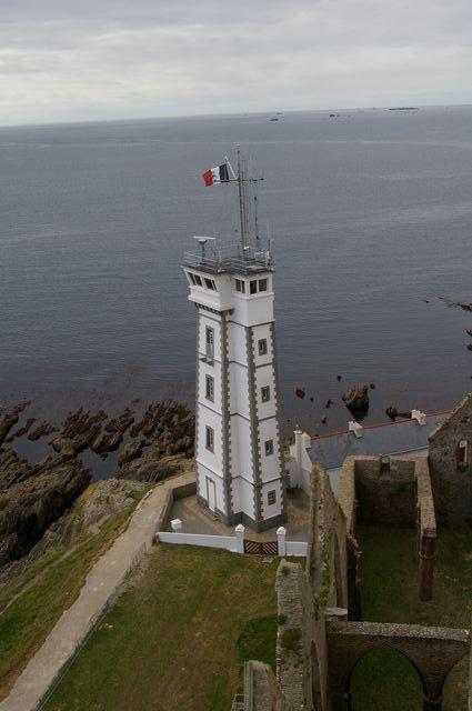 Phare, auxiliare et sémaphore à la pointe Saint Mathieu Imgp1612