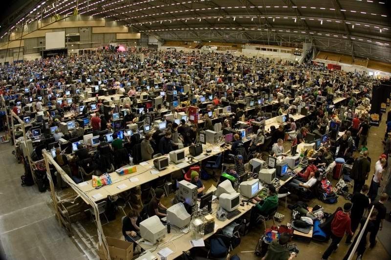 Dünyanın en büyük internet cafesi Intern10
