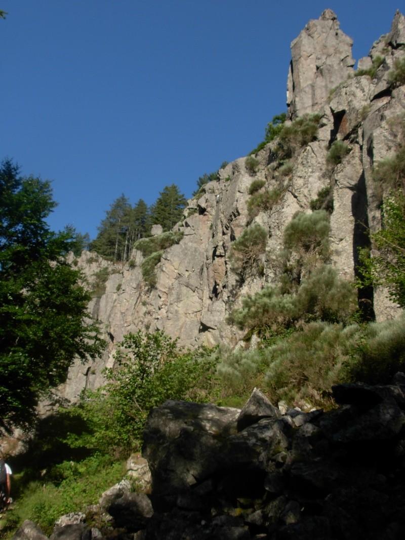 Escalade à Doizieux (Pilat-Loire) - 1050 mètres d'altitude Escala10