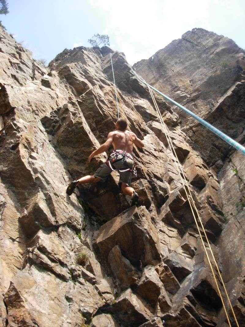 Escalade à Doizieux (Pilat-Loire) - 1050 mètres d'altitude Escala11