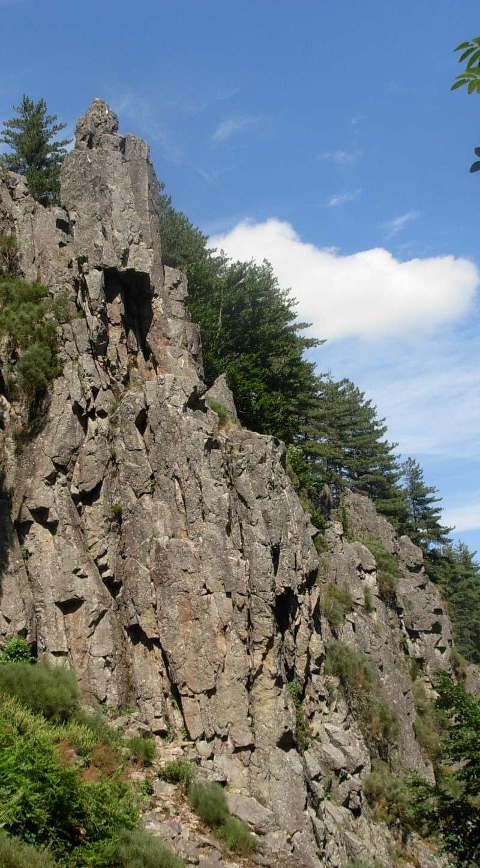 Escalade à Doizieux (Pilat-Loire) - 1050 mètres d'altitude Escala14