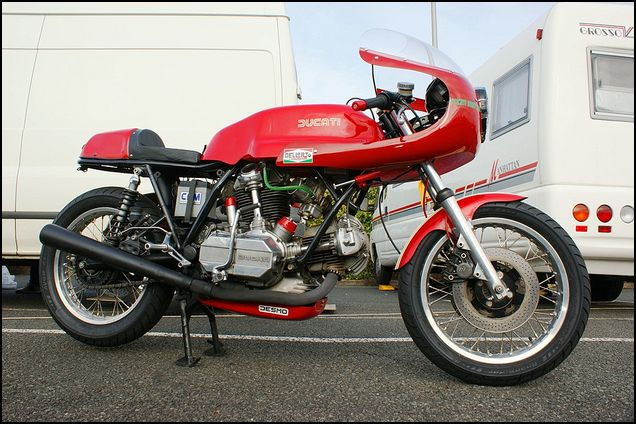 Ambiance pista !!! - Page 6 Ducati10