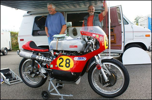 Ambiance pista !!! - Page 6 Ducati12