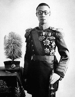Phổ Nghi vị vua cuối cùng của triều đại Mãn Thanh. 1010