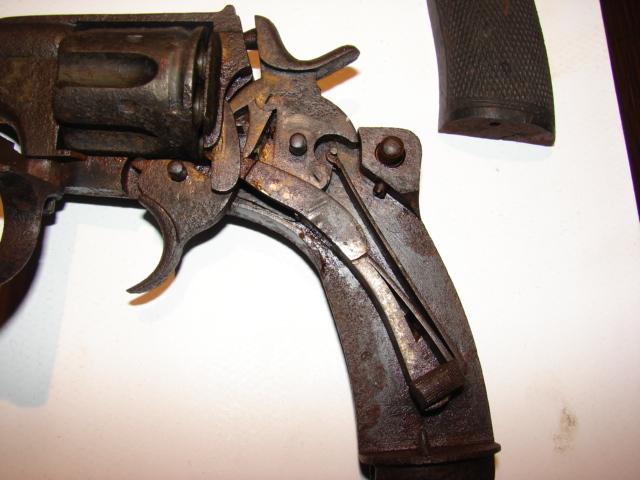 resto d'un revolver d'ordonnace suisse mod 1882 de fabrication belge  Dsc04951