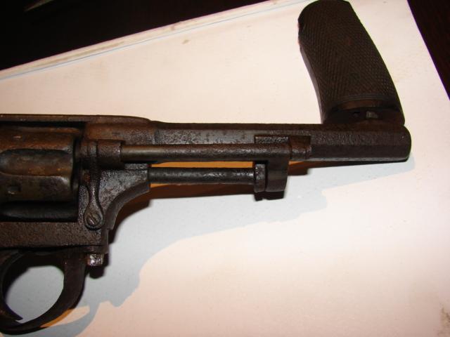 resto d'un revolver d'ordonnace suisse mod 1882 de fabrication belge  Dsc04953