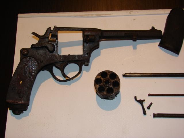 resto d'un revolver d'ordonnace suisse mod 1882 de fabrication belge  Dsc04956