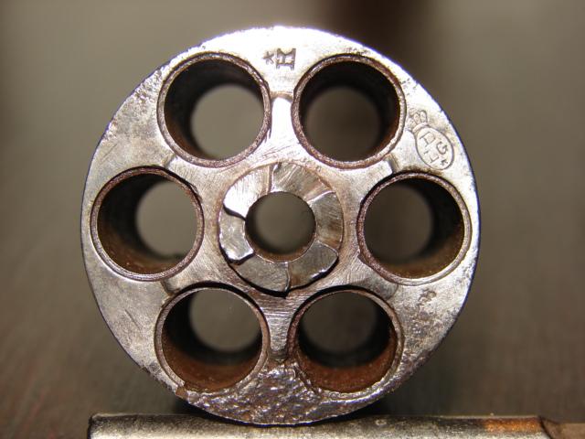 resto d'un revolver d'ordonnace suisse mod 1882 de fabrication belge  Dsc04958