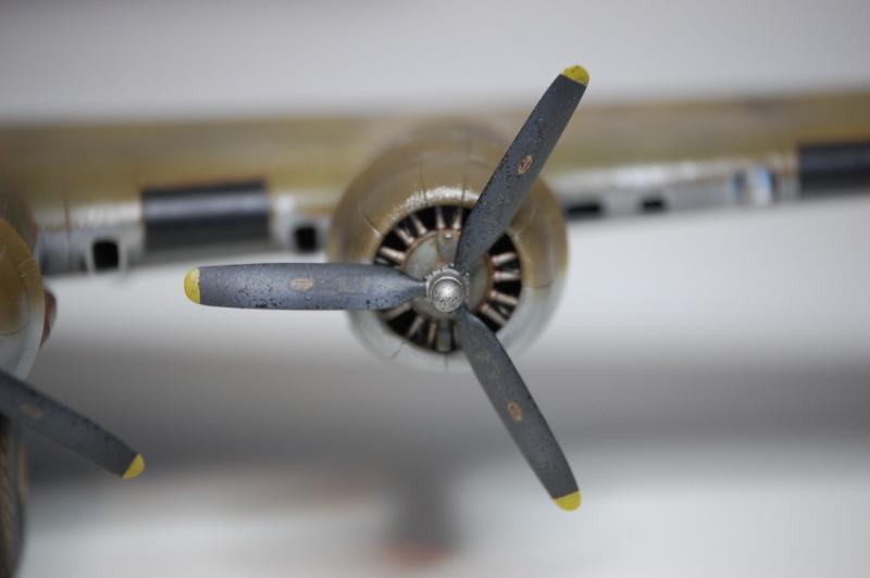 [Revell] - Boeing B-17G - Nine-o-nine - 1/72ème B-17_937