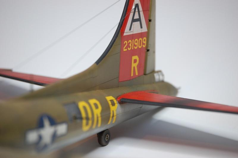 [Revell] - Boeing B-17G - Nine-o-nine - 1/72ème B-17_941