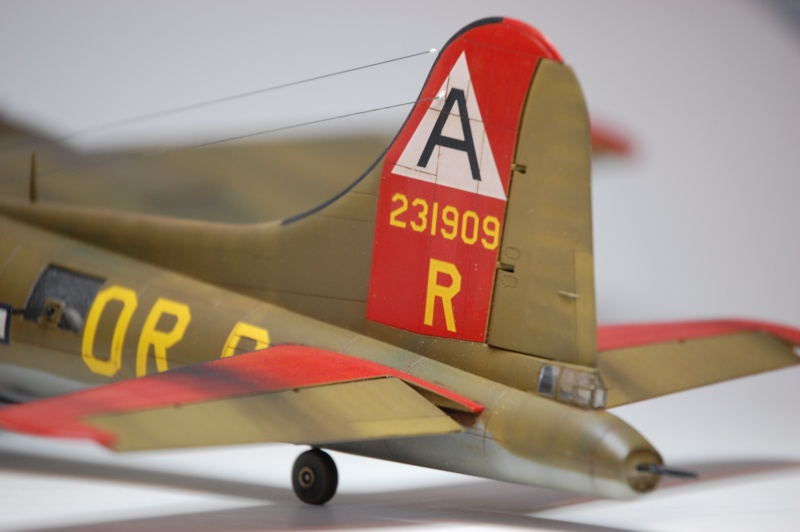 [Revell] - Boeing B-17G - Nine-o-nine - 1/72ème B-17_944