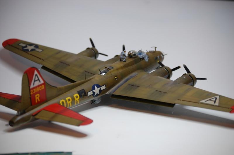 [Revell] - Boeing B-17G - Nine-o-nine - 1/72ème B-17_948