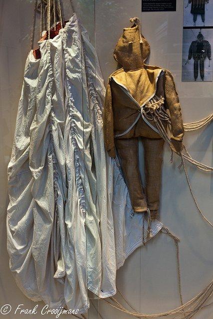 Croyez vous qu'il soit possible de trouver en vente une poupée-para Rupert? 29964410