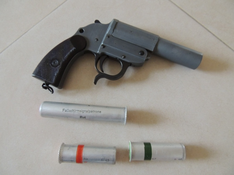 Leuchtpistole Zink 4 - ayf 43 / pistolet lance fusées  Dscn0024