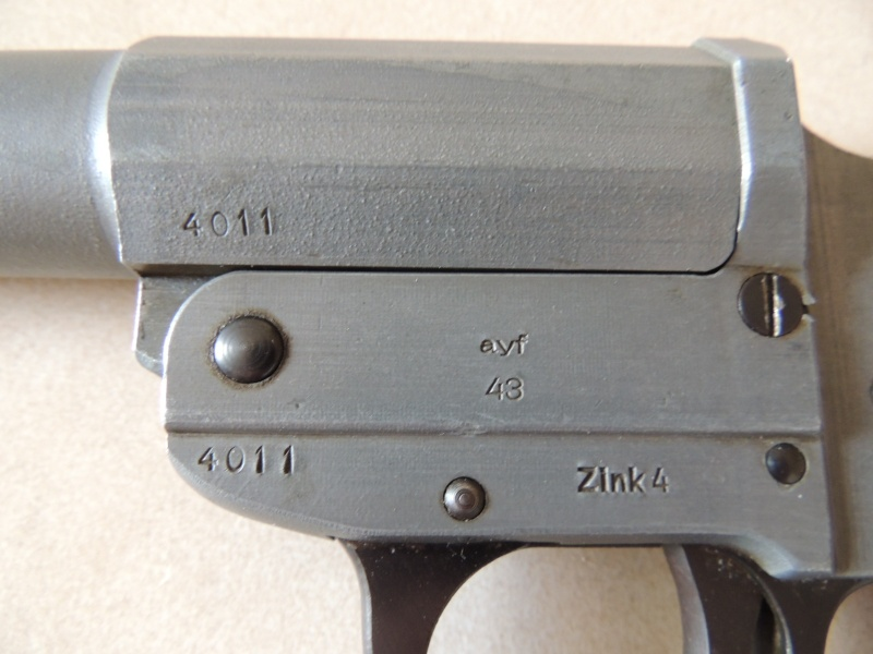 Leuchtpistole Zink 4 - ayf 43 / pistolet lance fusées  Dscn0025