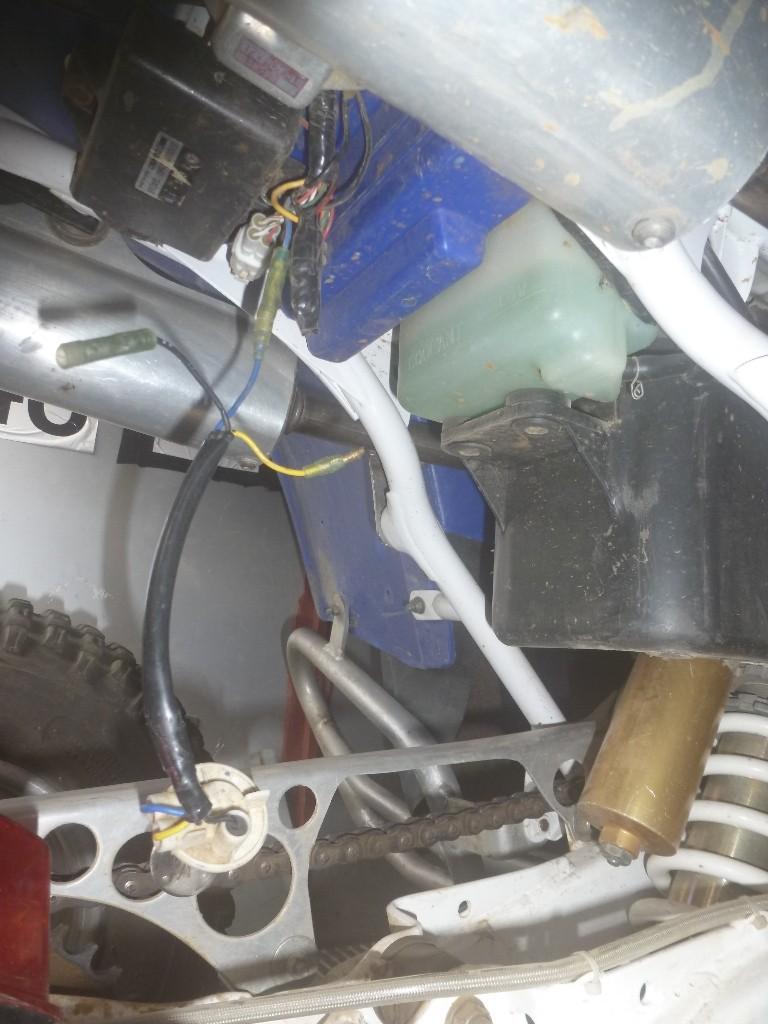 Connections feux arriere. P1030711