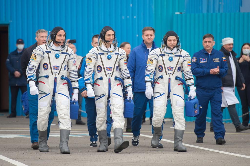 Soyouz-2.1a (Soyouz MS-16) - Baï - 09.04.2020 - Page 4 Soyuz-15