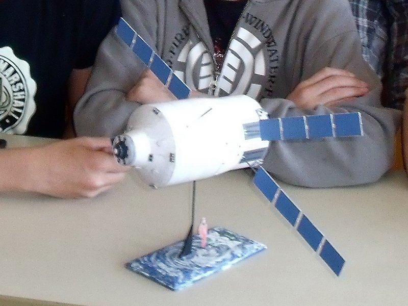 Construction d'une maquette de l'ISS Dscf2211