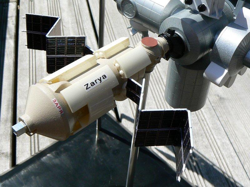Construction d'une maquette de l'ISS P1210312
