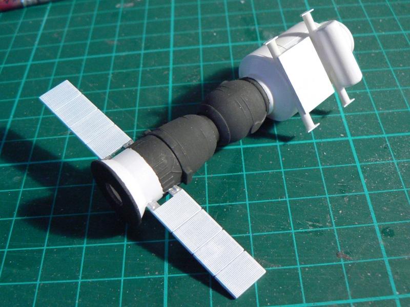 Construction d'une maquette de l'ISS P1210314