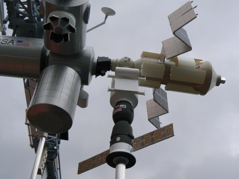 Construction d'une maquette de l'ISS P1210316