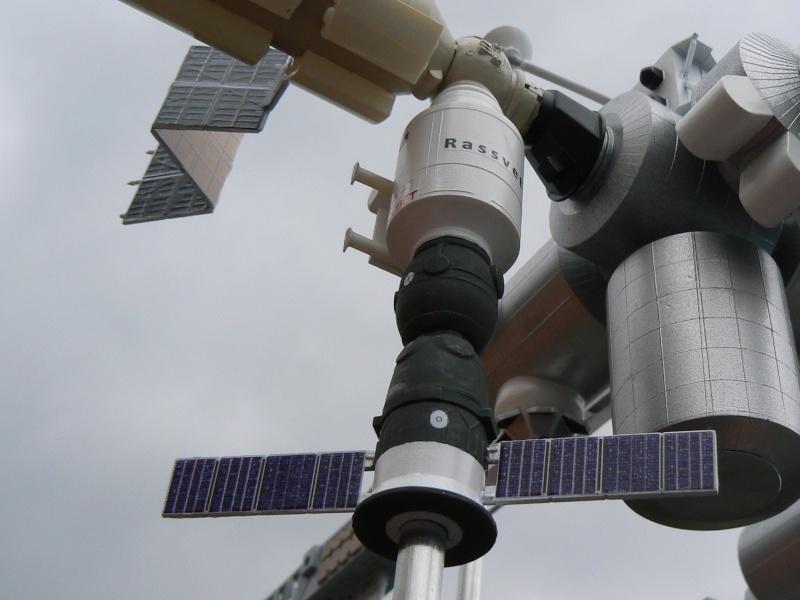 Construction d'une maquette de l'ISS P1210318