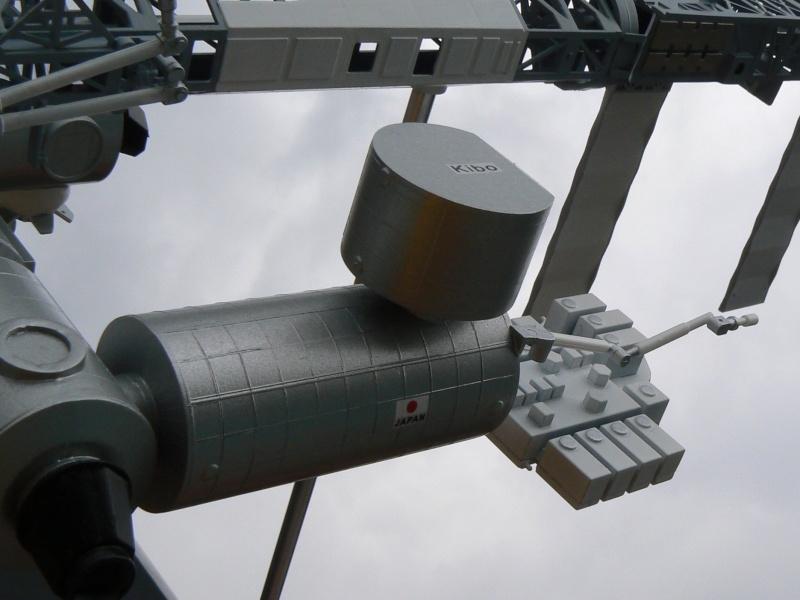 Construction d'une maquette de l'ISS P1210319