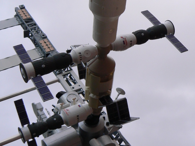 Construction d'une maquette de l'ISS P1210323