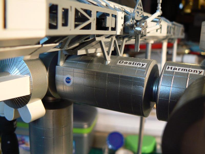 Construction d'une maquette de l'ISS P1210413