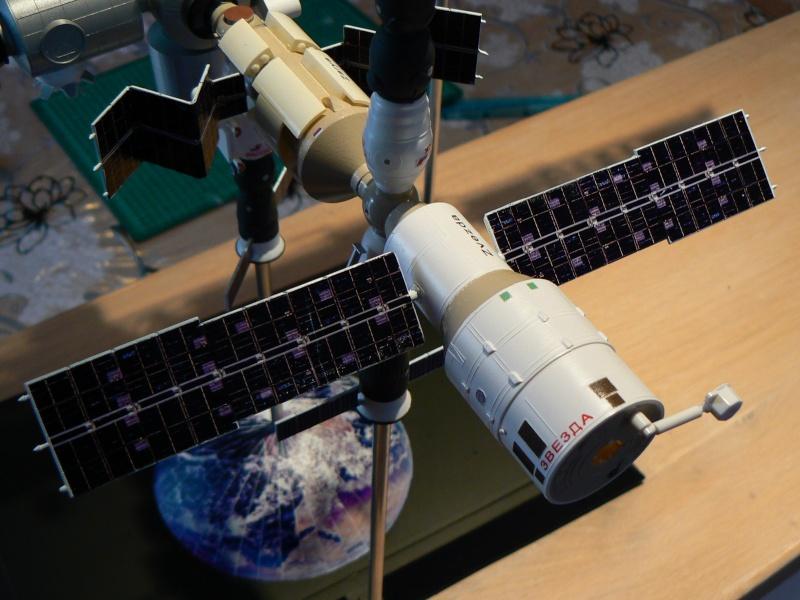 Construction d'une maquette de l'ISS P1210418