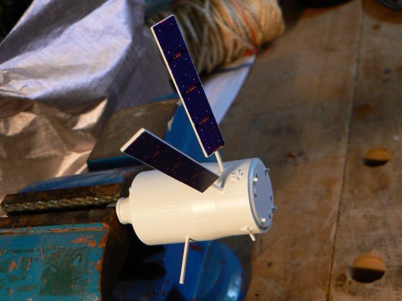 Construction d'une maquette de l'ISS P1210511