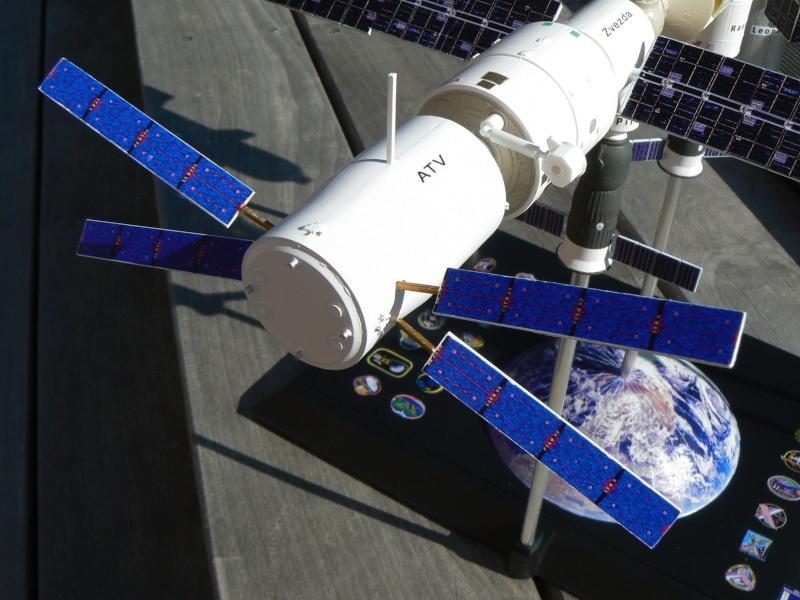 Construction d'une maquette de l'ISS P1210512