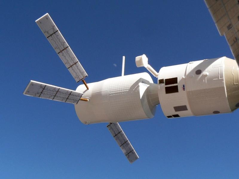 Construction d'une maquette de l'ISS P1210513