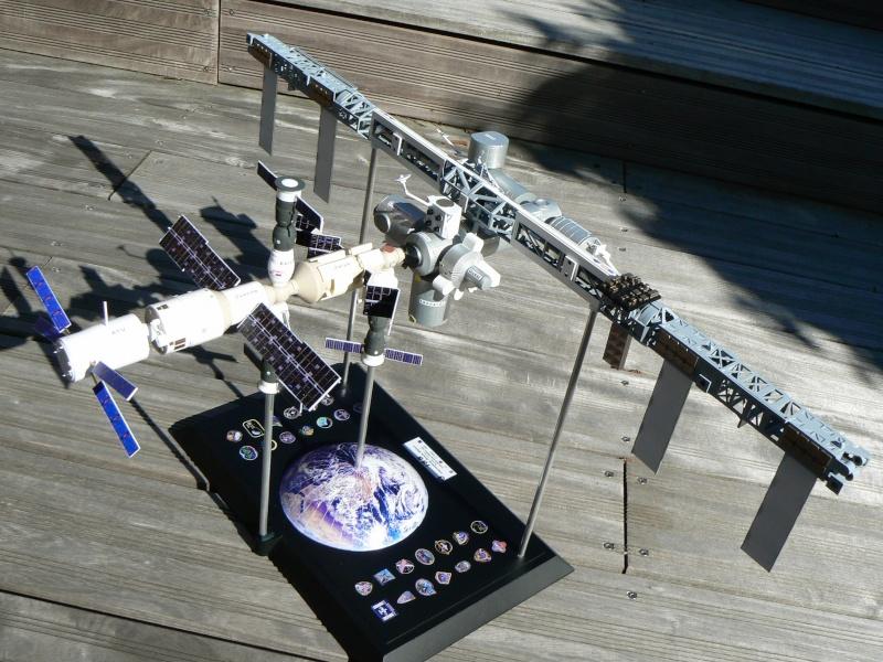 Construction d'une maquette de l'ISS P1210515