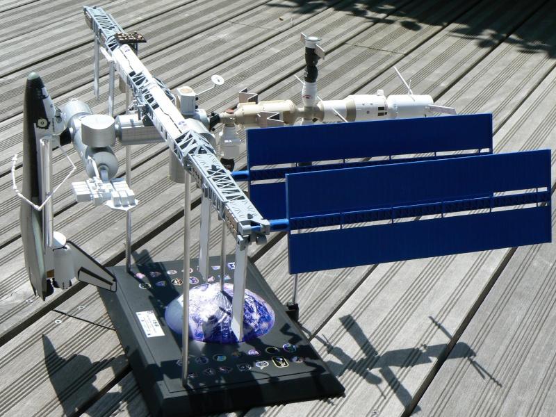 Construction d'une maquette de l'ISS - Page 2 P1210715