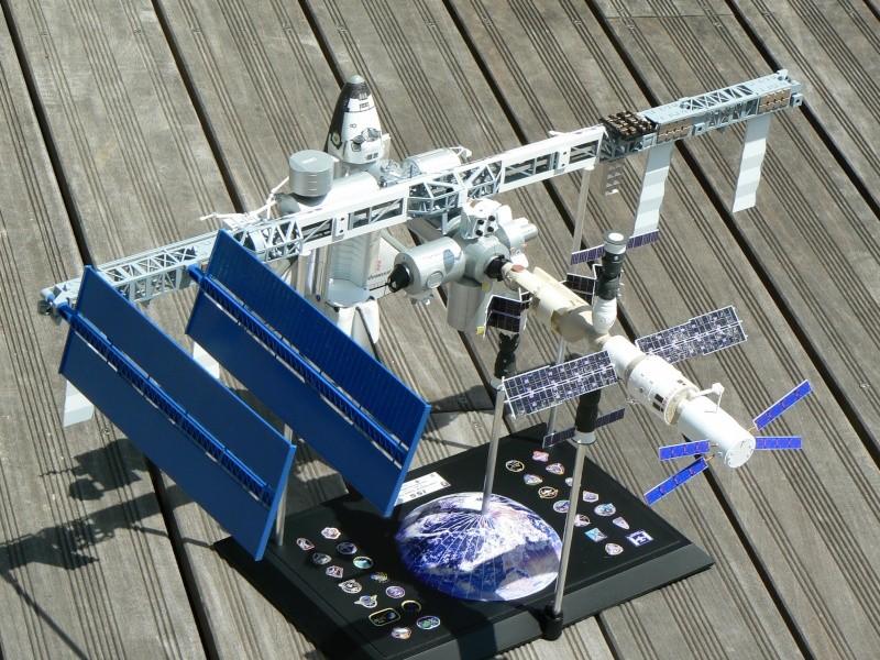 Construction d'une maquette de l'ISS - Page 2 P1210718
