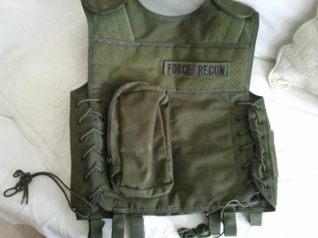M15A4 Armalite RIS carbine, gillet OD, Glock 17 a bidouiller URGENT 2011-011