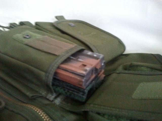 M15A4 Armalite RIS carbine, gillet OD, Glock 17 a bidouiller URGENT 2011-012