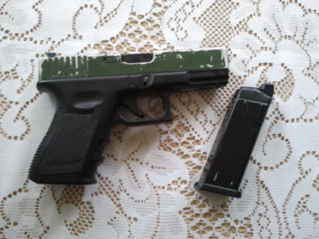 M15A4 Armalite RIS carbine, gillet OD, Glock 17 a bidouiller URGENT 2011-013