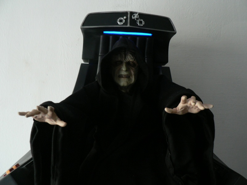 STAR WARS: EMPEROR PALPATINE ON THRONE Premium format P1160335