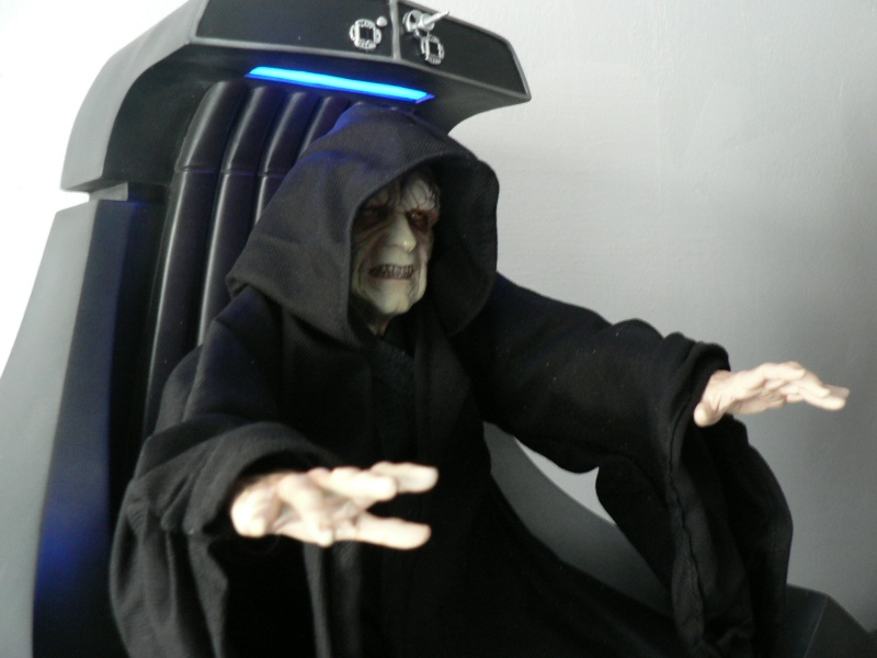 STAR WARS: EMPEROR PALPATINE ON THRONE Premium format P1160339