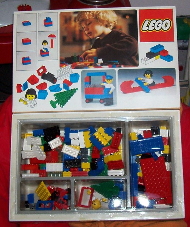ciao sono giusy, un medico specializzando e cerco giochi anni 80: dolci segreti la prima versione, barbie e case di barbie, iridella & co, lady lovely locks..vi prego aiutatemi! Lego210